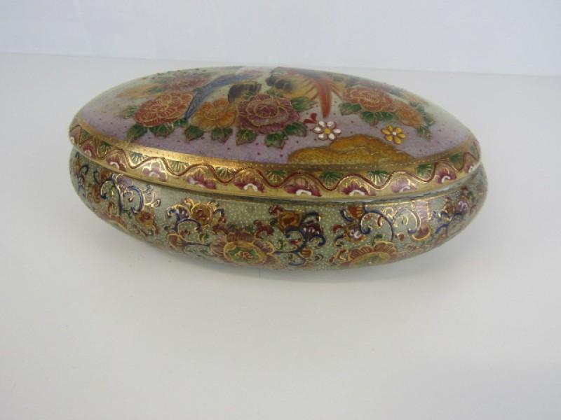 Ovalen schaal met deksel, Porselein, Oosterse natuurmotieven, Papegaaien, Handgeschilderd