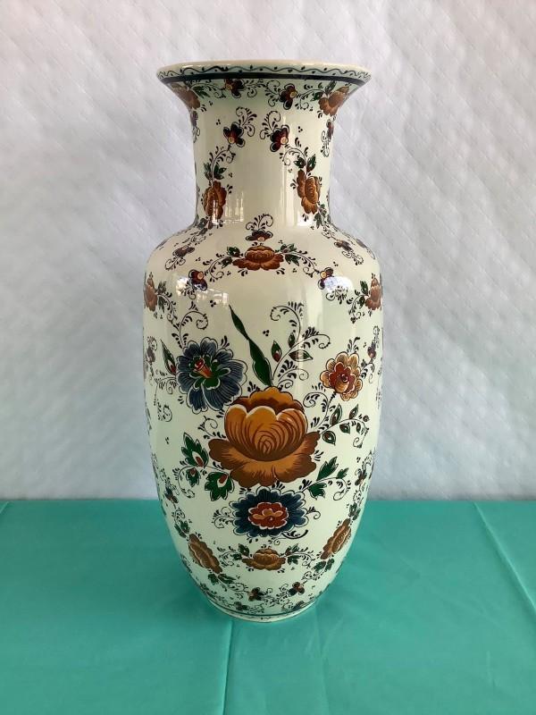 Delftse vaas met bloemenmotief