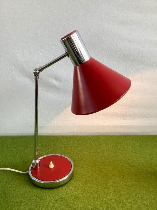 Italiaans rood bureaulampje uit de jaren 70.