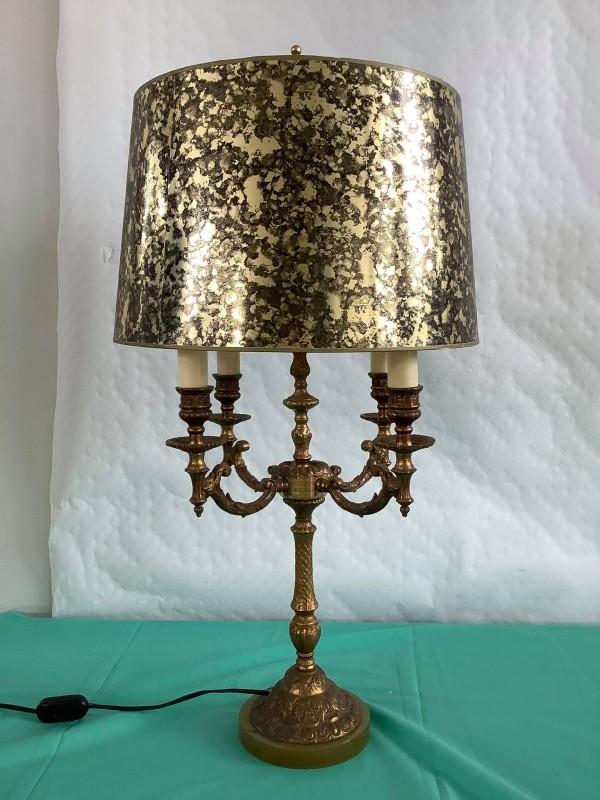 Tafellamp in de vorm van een 4-armige kandelaar