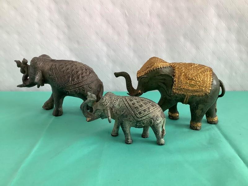 Lot van 3 Oosterse Olifanten