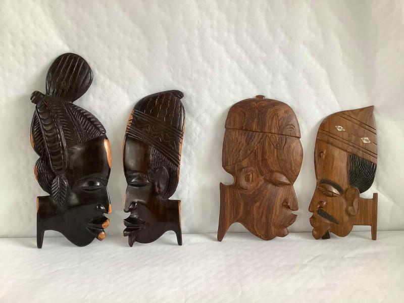 4 Afrikaanse houten muurplaquettes