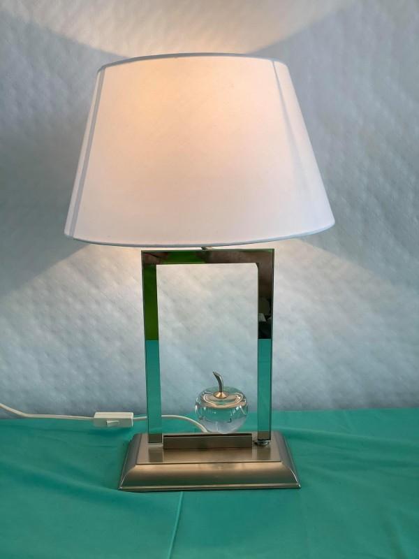 Tafellamp met appel in kristalglas - Le Dauphin Paris