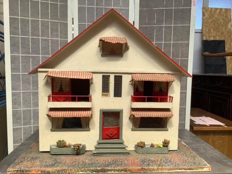 Antiek poppenhuis