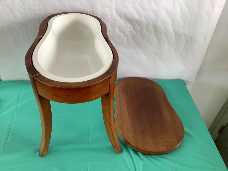Antiek verplaatsbaar toilet (Boch)