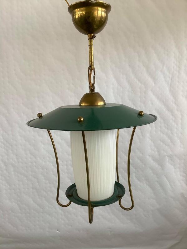Vintage hanglamp met een groene kap