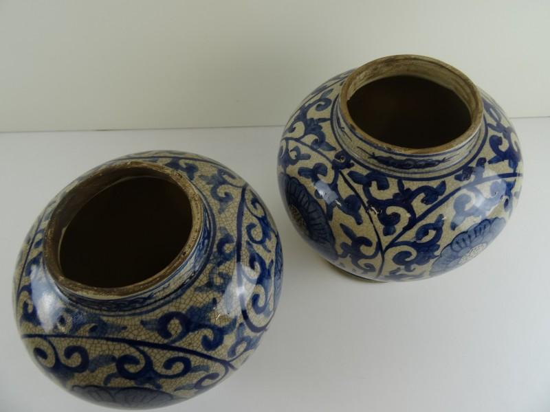 Set van 2 oude chinese dekselvazen