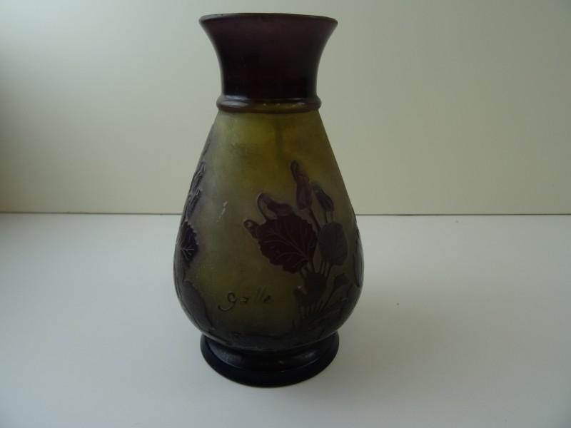 kleine paarse gemerkte E.Gallé vaas