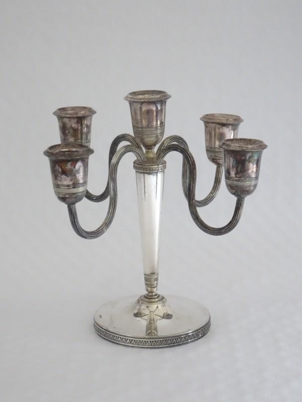 Kandelaar voor vijf kaarsen.