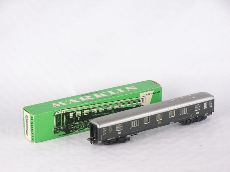 Grote personenwagon Express Coach van MARKLIN.