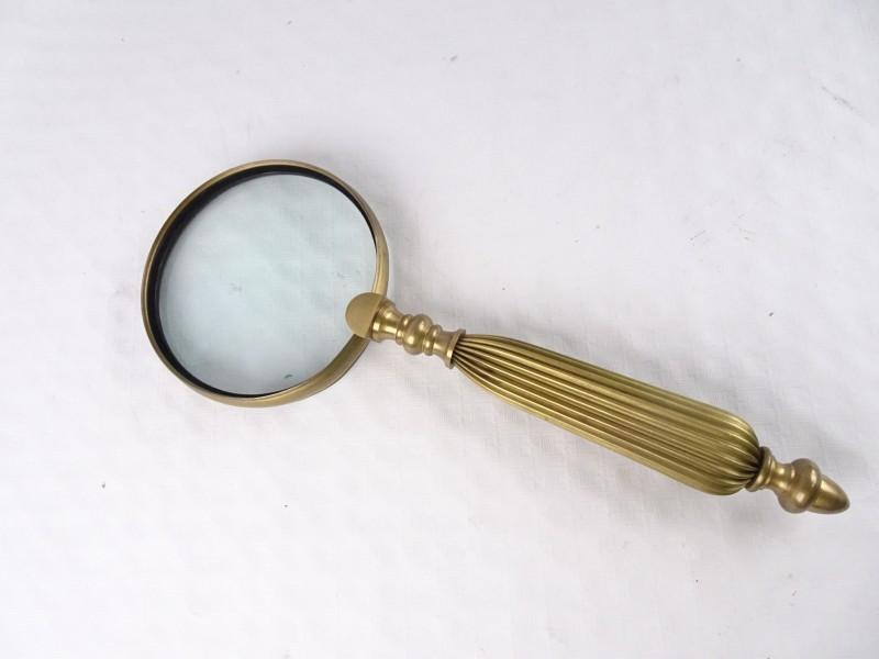 vintage koperkleurig vergrootglas.