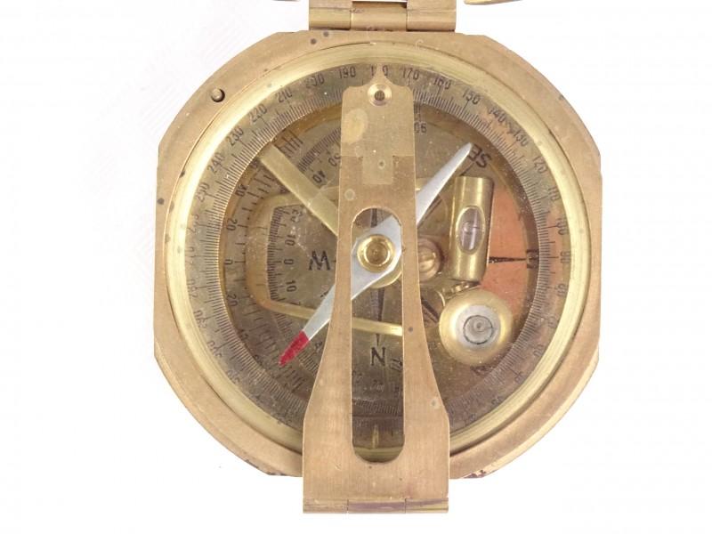 Prachtig vintage koperen kompas met andere functies.