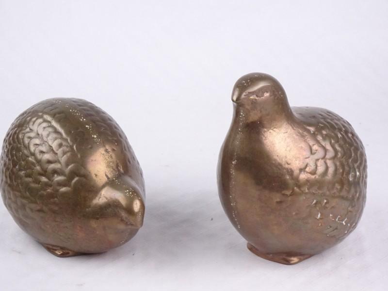 2 massief bronzen beelden.