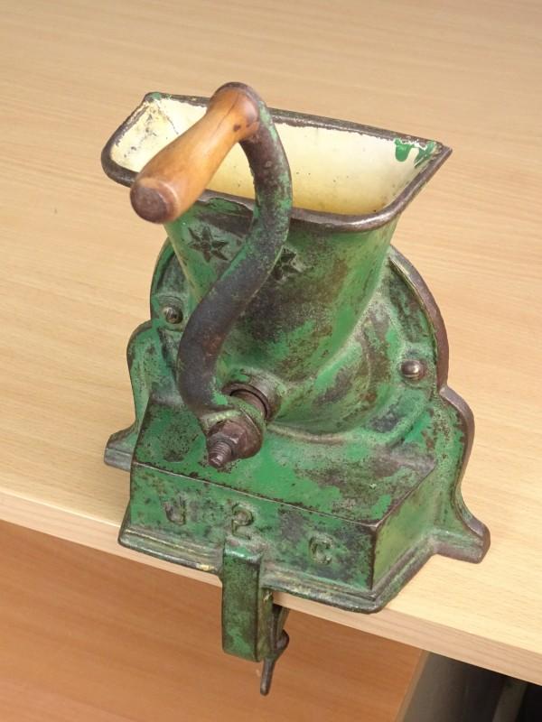 Antieke koffiemolen.