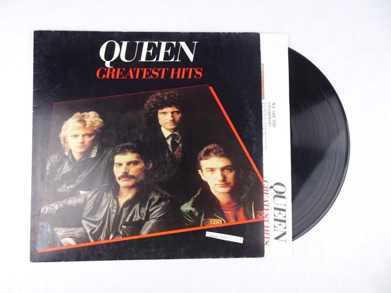 Vinyl album: Queen Greatest Hits.