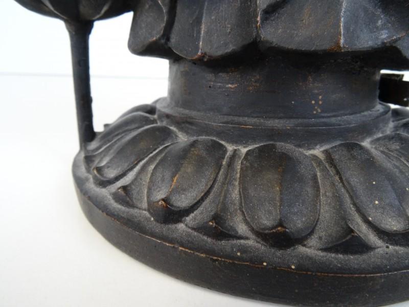 Japans houten beeld: miroku godin van genade