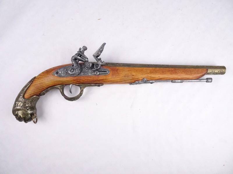 Mooi afgewerkte replica van een geweer.