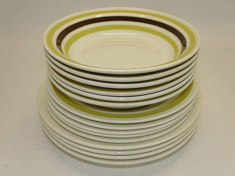 15 Retro Borden: Carrigaline Pottery, Ierland