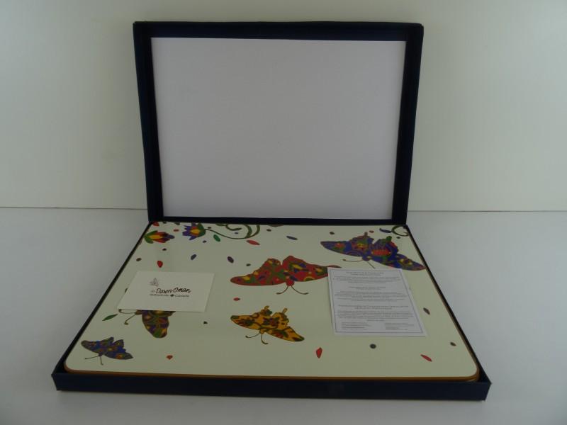 Dawn Oman: doos met 4 placemats met vlinders Canada