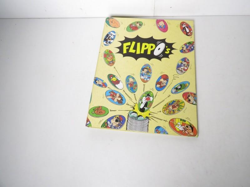 Verzameling flippo's in map