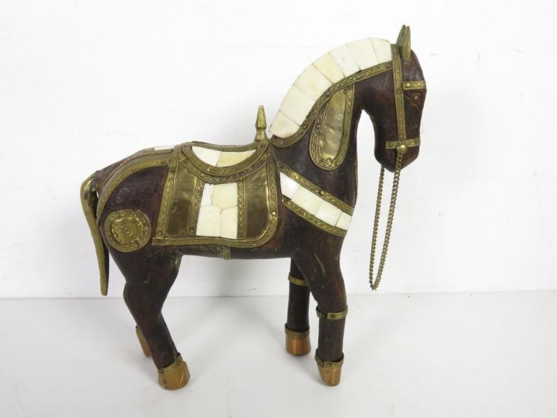 Houten paardje met inleg