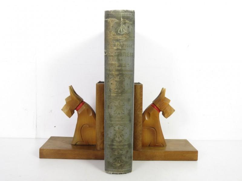 Boekensteunen met honden
