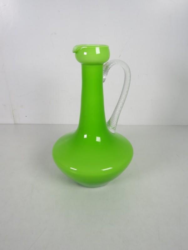 Lichtgroene glazen vaas