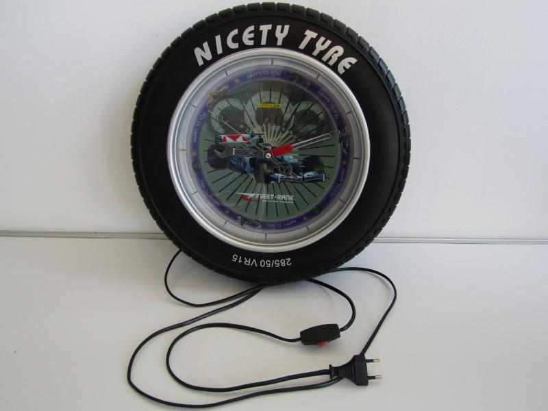 Klok met Verlichting: Nicety Tyre