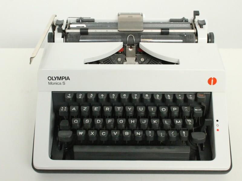 Typemachine: Olympia Monica S