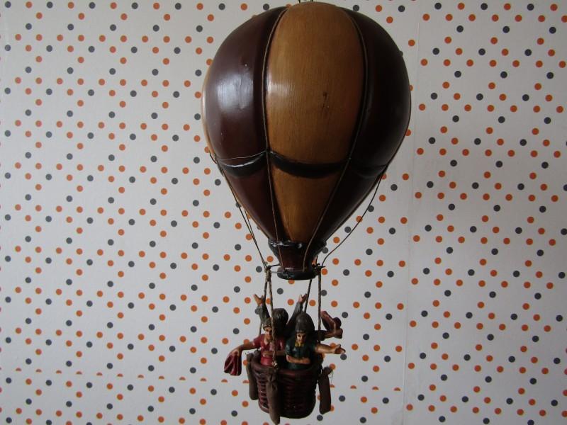 Miniatuur Hete Luchtballon met mand en mensen