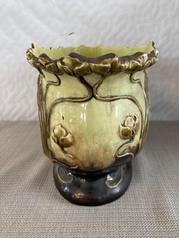 Porseleinen schenkkan in de vorm van een uil