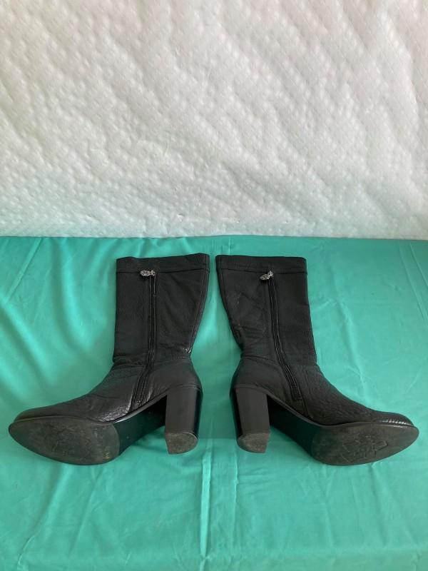 Paar laarzen van Nicky van Kets