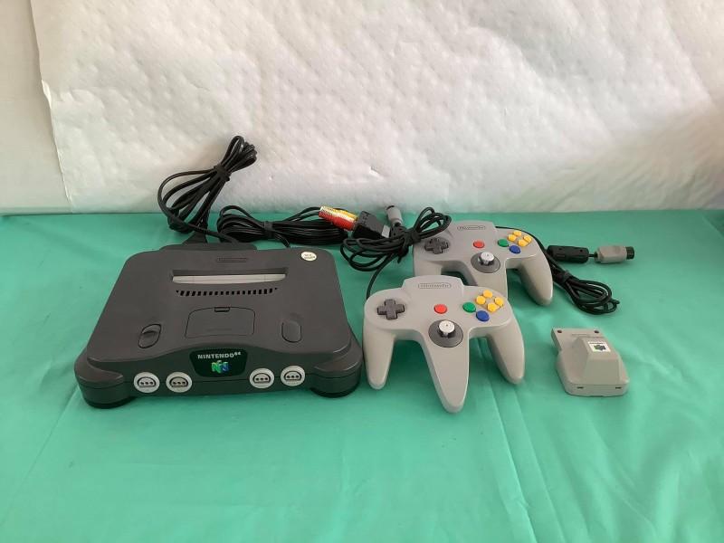 Spelconsole Nintendo 64 met 2 controlers