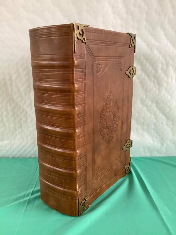 Zeer grote bijbel
