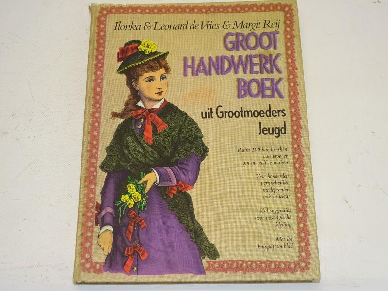 Groot Handwerk Boek Uit Grootmoeders Jeugd, 1979