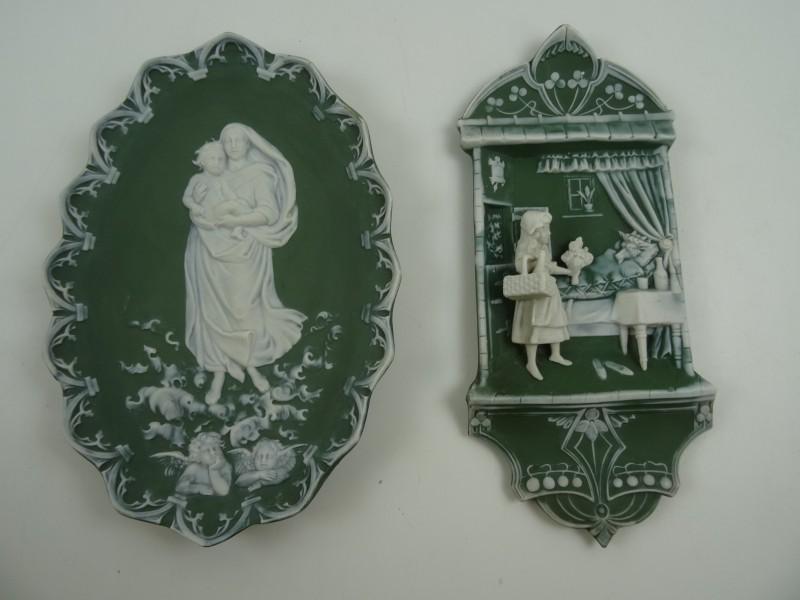 Jasperware Plaque in set