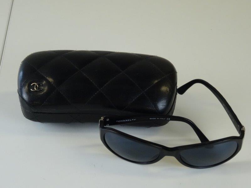Chanel: zonnebril made in Italy met brillenhouder
