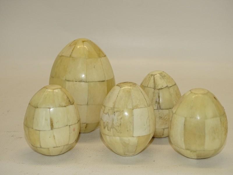 5 Antieke Eieren in Bot