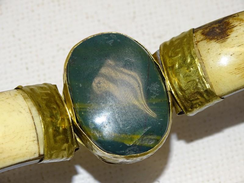 Armband met Groene Jadesteen, Been en Messing