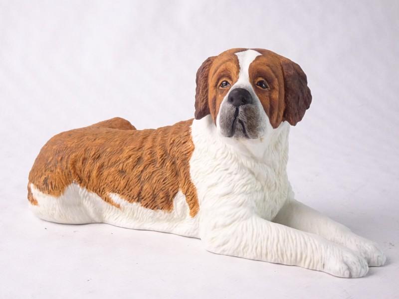 St Bernard hond uit porselein.