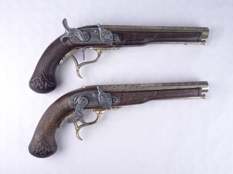 2 replica Paris 1781 klappertjes geweren.