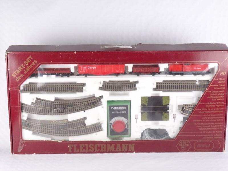 Speelgoedtrein in originele doos gemerkt Fleischmann. + catalogus Fleischmann 1997 1998.