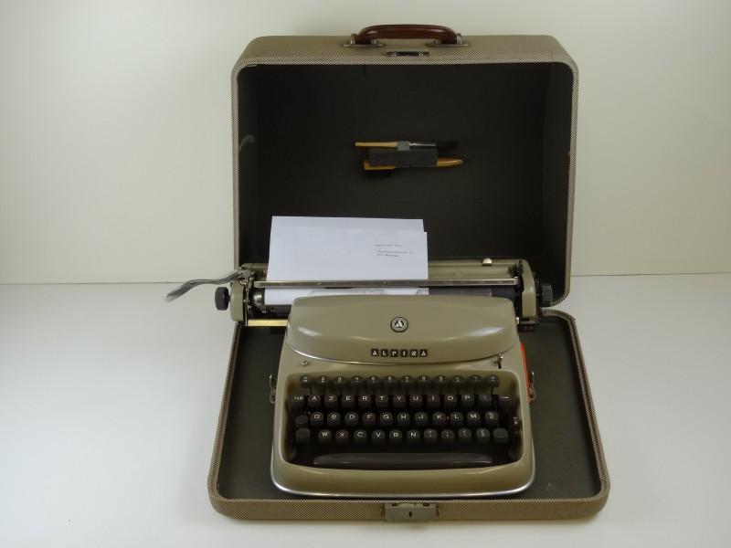Vintage Alpina Typemachine in transportkoffer