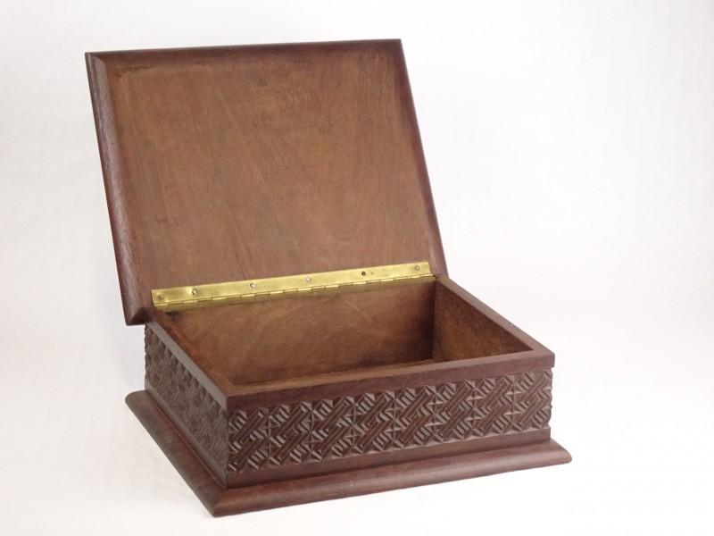 Mooi afgewerkte houten kist.