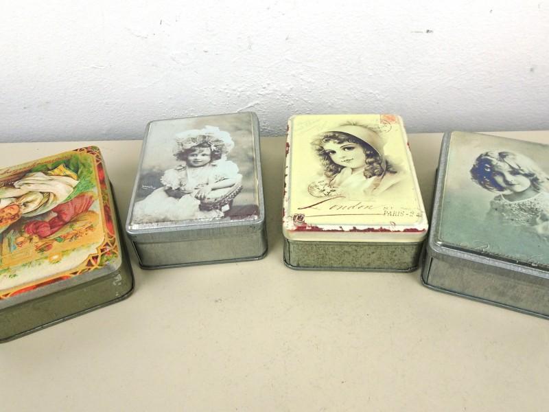 4 Blikken doosjes met retro-prent
