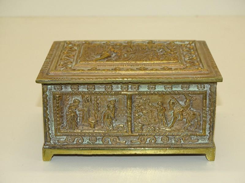 Gedecoreerde Koperen Juwelenbox In Reliëf