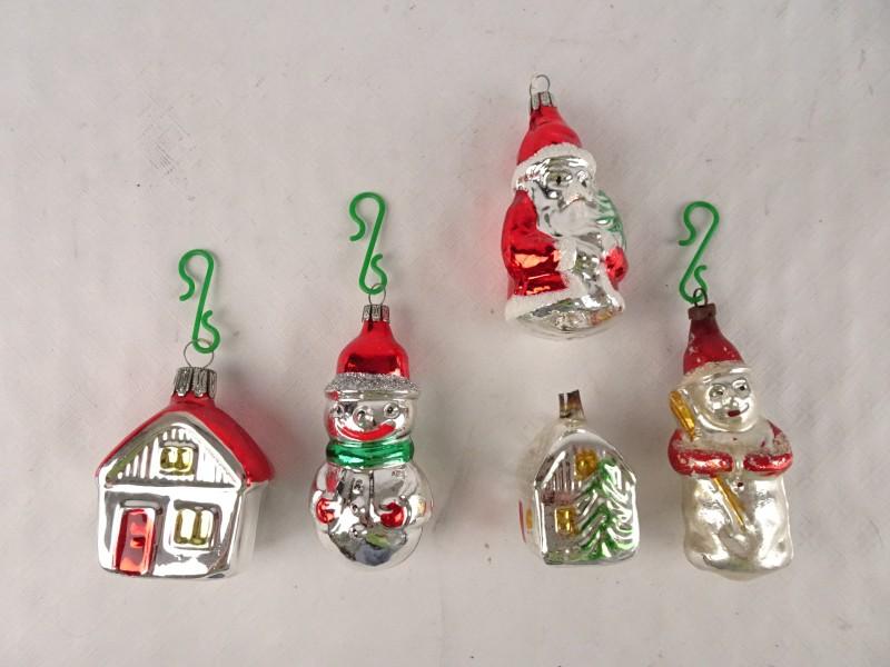 5 vintage kerstballen. 2x huisje, 2x sneeuwpop en 1x kerstman.