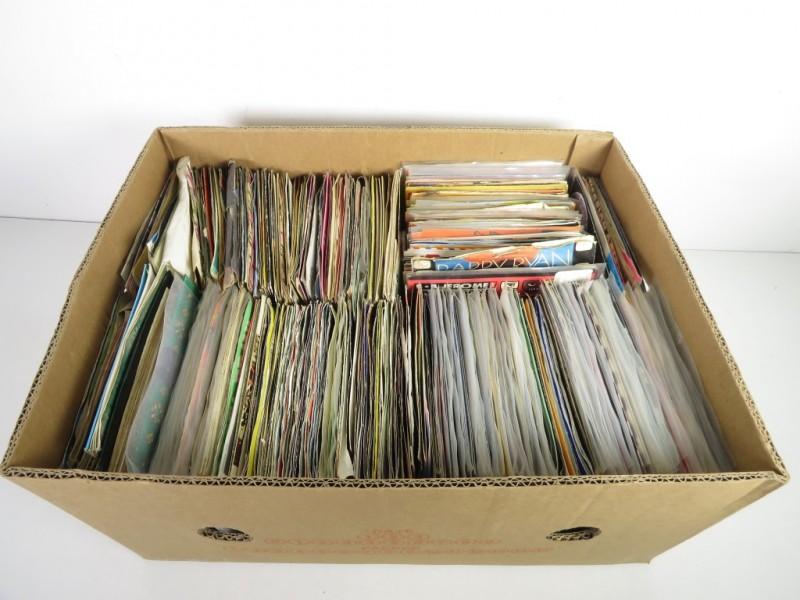 Lot van plusminus 400 singles