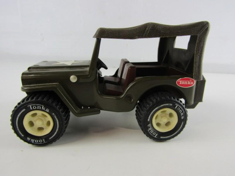 Beeld 1: Hond in Sjiek kostuum
