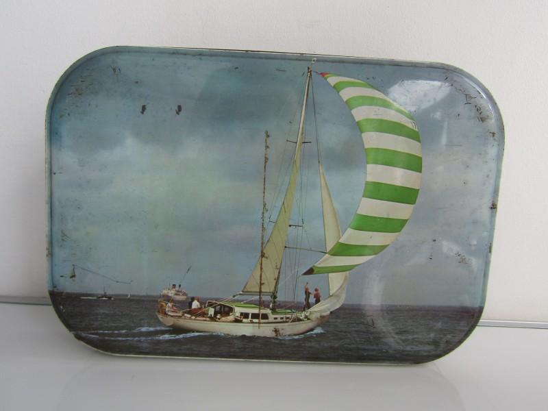 Blikken doos: Jacques Superchocolat, Zeilboot